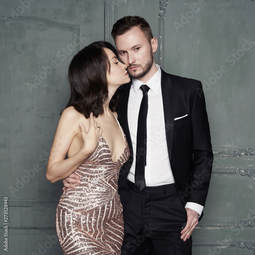 Poster womenART Glamour portrait of sexy young lovers. Fashionable elegant man and woman