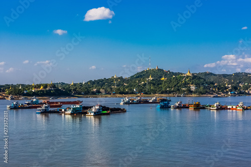 Photo  Sagaing hills  and the Ayarwaddy River  skyline  Myanmar (Burma)