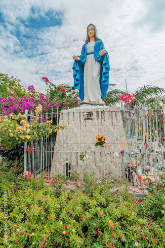 Beautiful Statue of Our Lady of Grace Virgin Mary Fototapet
