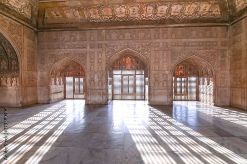 Agra Fort royal palace interior architecture with intricate wall artwork and carvings Canvas-taulu