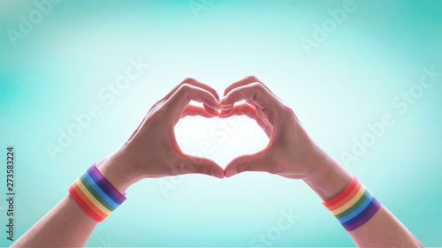 Fotografía  LGBT pride month with rainbow flag pattern on LGBTQ people heart-shape hands for