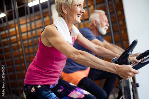 fototapeta na drzwi i meble Fit senior sporty couple working out together at gym