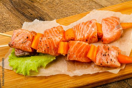 Fotografering  Raw salmon skewer