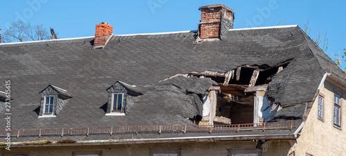 Panorama Dach nach einem Sturmschaden Unwetter Wallpaper Mural