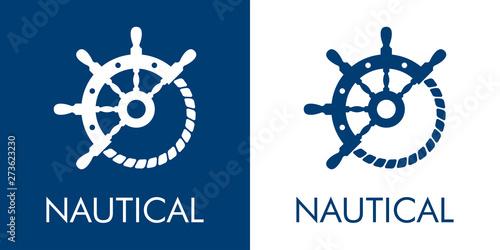Logotipo abstracto con texto NAUTICAL con timón y cuerda en azul y blanco