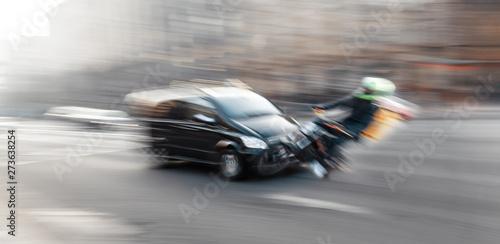 Fotografía Dangerous city traffic situation