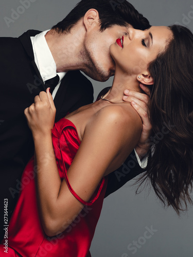 Photo  Couple enjoying a sensual moment