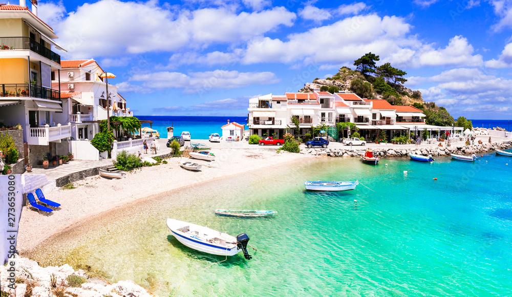 Fototapeta Samos island - picturesque traditional fishing village Kokkari. Greece