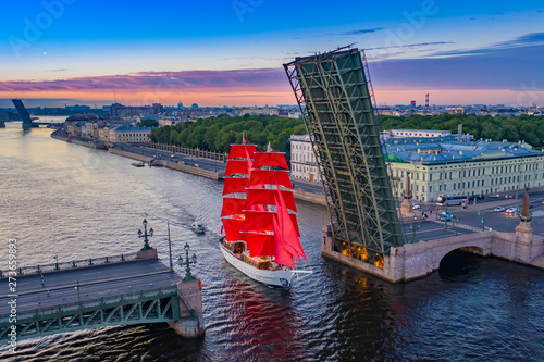 Saint Petersburg. White Nights. Travel to Russia. Troitsky bridge in Petersburg. Scarlet Sails. White Nights in St. Petersburg. Divorced bridges. Sailboat with scarlet sails. Holidays in Russia