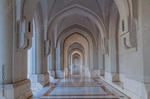 Carta da parati Colonnade archway in Old Muscat, Oman
