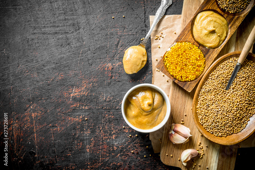 Fotografia Mustard with garlic.