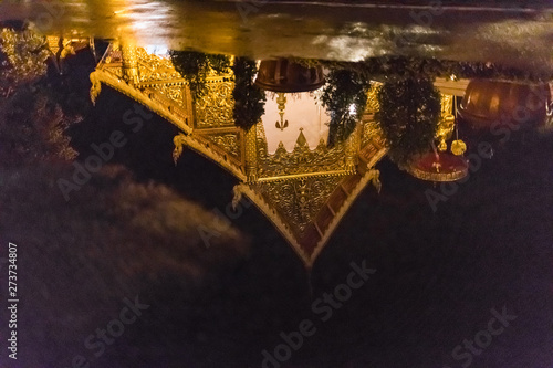 Foto op Aluminium Historisch mon. View of Wat Phra Singh temple reflecting in water