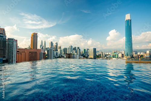 Foto op Aluminium Kuala Lumpur Kuala Lumpur skyline pool view