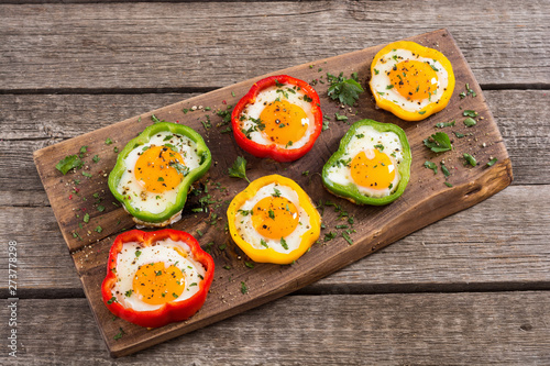Foto op Aluminium Voorgerecht Yellow , red and green pepper with fried eggs