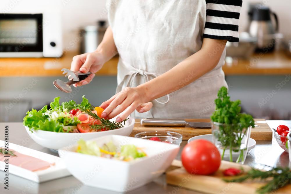 Fototapeta キッチン 女性