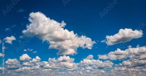 Poster Londres Panoramic photo background of blue sky with thick clouds