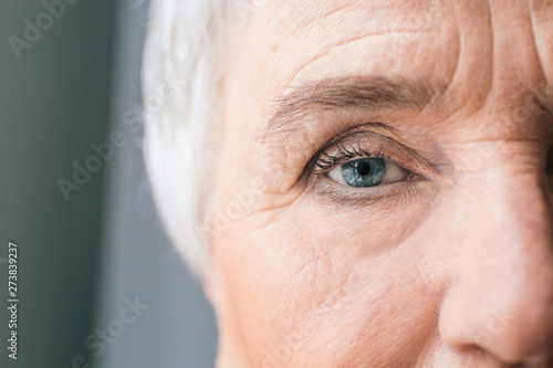 Face of elderly woman, closeup Fototapet