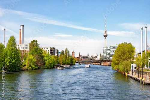Leinwand Poster Berlin: Blick auf Spree, Fernsehturm & rotes Rathaus