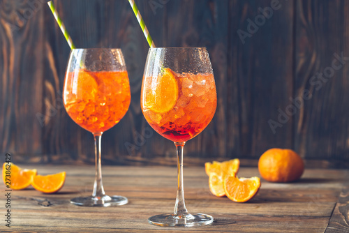 Foto Glasses of Aperol Spritz cocktail