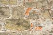 alte Natursteinmauer mit große Steine und kleine Backsteine