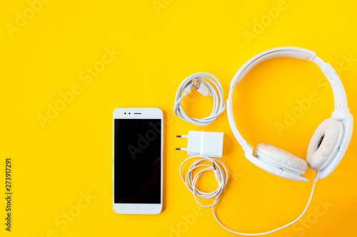 Mobile kit with smartphone, headphones and chargers. - 273917291