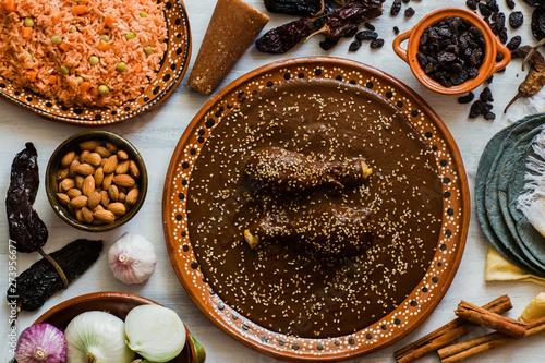 Fotografia Mole Mexicano, Poblano mole ingredients, mexican spicy food traditional in Mexic