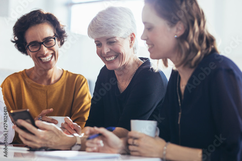 Fotografiet  Three businesswomen during break at office