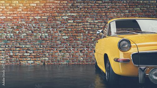 Stary żółty rocznika samochodu.