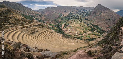 Photo  View from the Inca ruins of Pisac in Peru