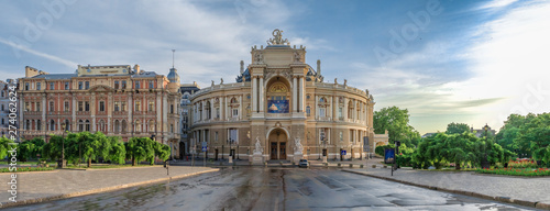 Foto  Opera House and theatre square in Odessa, UA