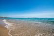 Strand mit Meer (Türkis) und Himmel