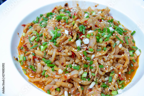 Photo  sesame oil jellyfish chinese traditional appetizer food.