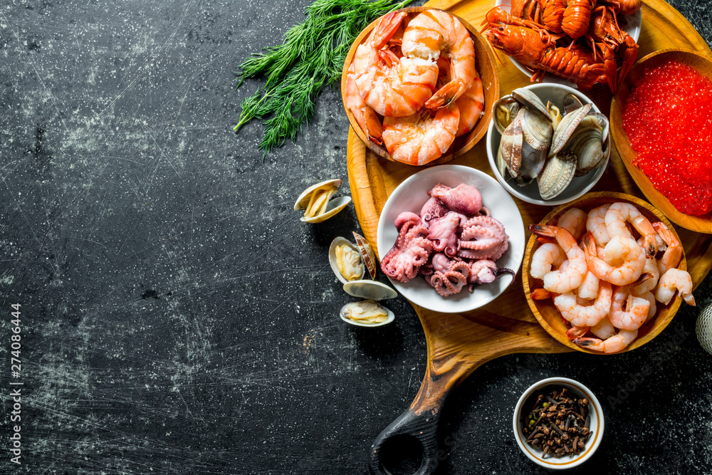 Fototapety, obrazy: Seafood. Shrimp, crayfish, oysters, octopus and caviar in bowls on the cutting Board.