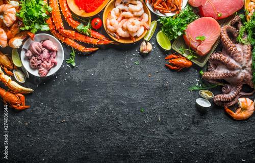 Obraz na plátne Tuna steak with a variety of fresh seafood and herbs.
