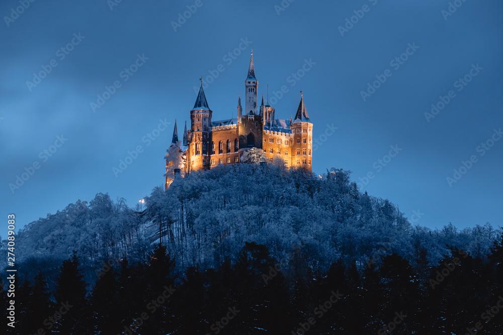 Fototapety, obrazy: Burg Hohenzollern im Winter, beleuchtet
