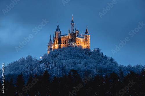 Fototapeta Burg Hohenzollern im Winter, beleuchtet