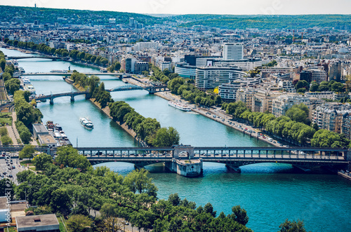 Foto op Plexiglas Historisch geb. Paris aerial cityscape, Pont de Bir Hakeim crossing Seine river, Paris, France