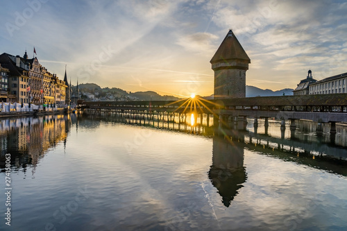 Photographie  Panoramic view of city center of Lucerne with famous Chapel Bridge and lake Luce