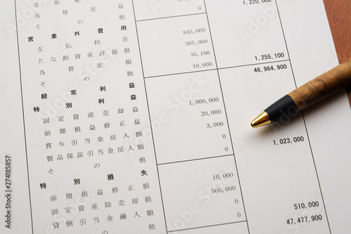 Fotografía  決算報告書 決算書 貸借対照表 ビジネスシーン