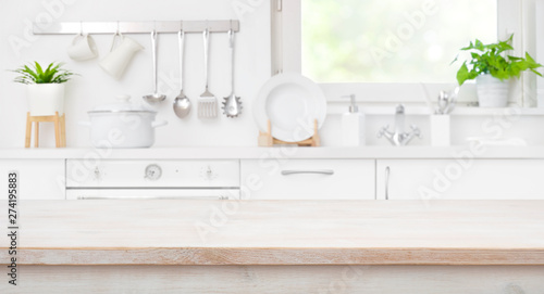 Photo  Wooden table top on defocused kitchen room and window background