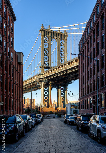 Manhattan Bridge from Washington street in DUMBO (a neighborhood in the New York City borough of Brooklyn).