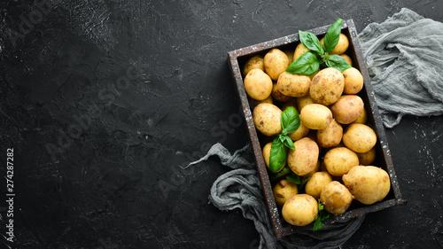 Fotografia Fresh potatoes in the box