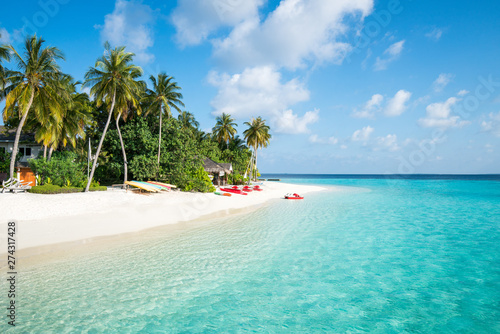 Fototapeta Summer vacation on a tropical island with beautiful beach and palm trees obraz na płótnie