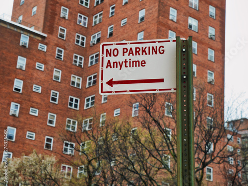 Photo no parking anytime sign on the street in manhattan new york city