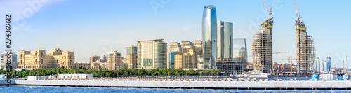 Photo Baku, Azerbaijan - May 22, 2019: Azerbaijan, Baku City panorama skyline and caspian sea
