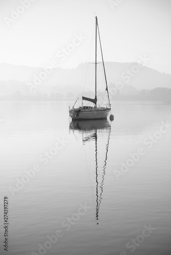 Fotomural  Stunning unplugged fine art landscape image of sailing yacht sitting still in ca