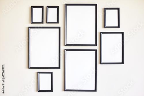 Pinturas sobre lienzo  Different size framed photos.