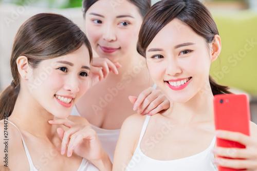 Fotografie, Obraz  asian women take selfie happily