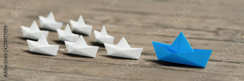 Cuadros en Lienzo Management concept with origami boats