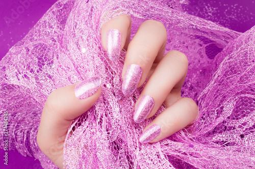 Fotografia  glittered pink nails manicure